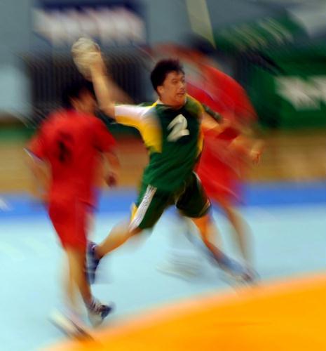 [活力]全运预赛手球男子组图瞬间动感四射_滑翔伞吃鸡